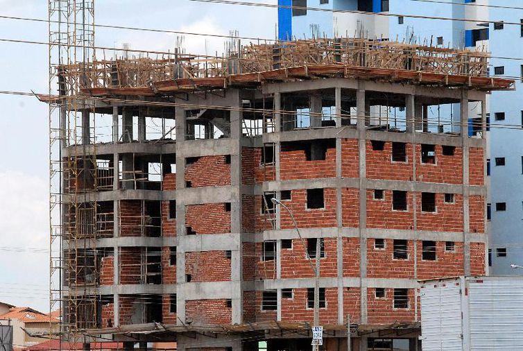 Vendas do comércio da construção civil crescem 4%